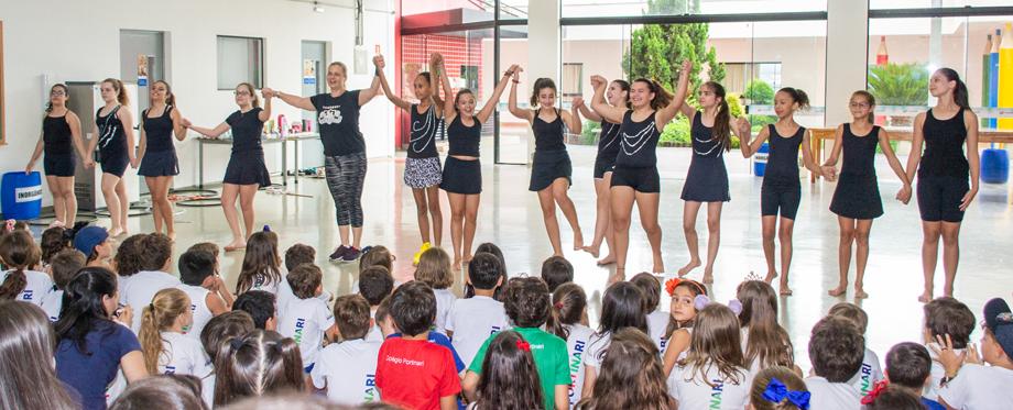 Apresentação dos alunos de Ginástica Geral encantou o Ensino Fundamental