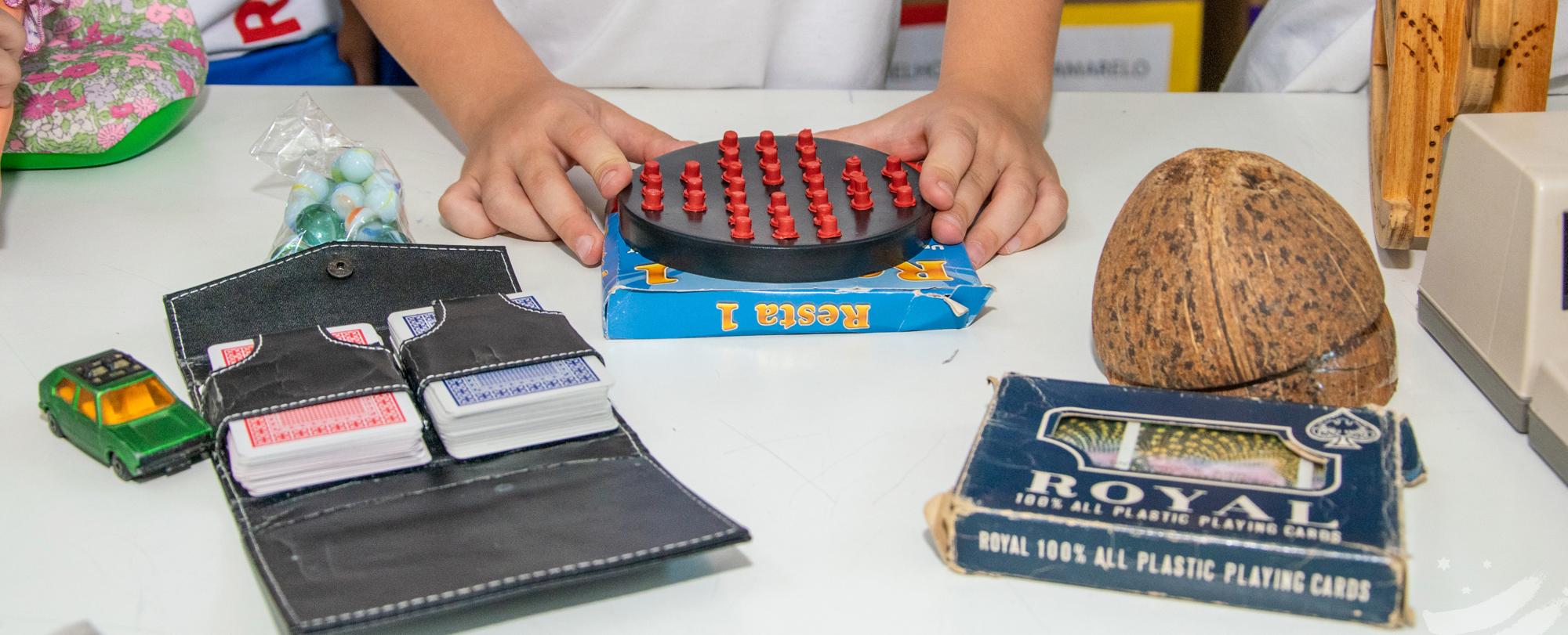 Alunos do 3º ano realizam exposição sobre brinquedos antigos