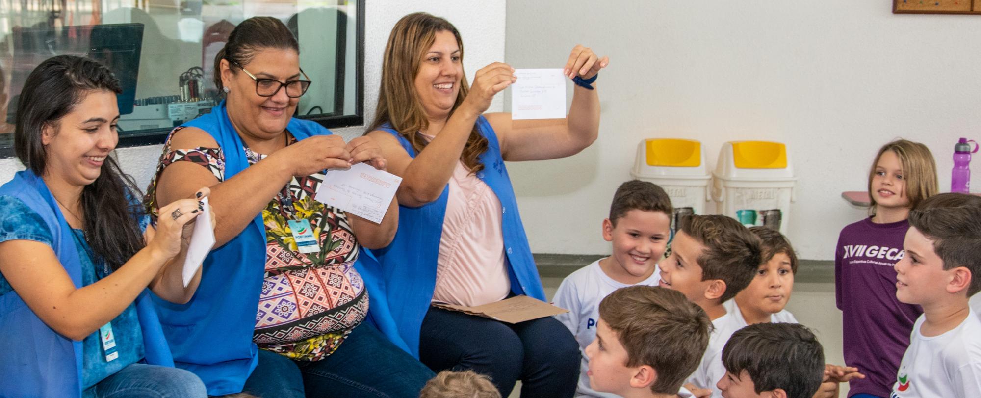 """Alunos do 4º ano recebem correspondência do projeto """"Carta Vai, Carta Vem"""""""