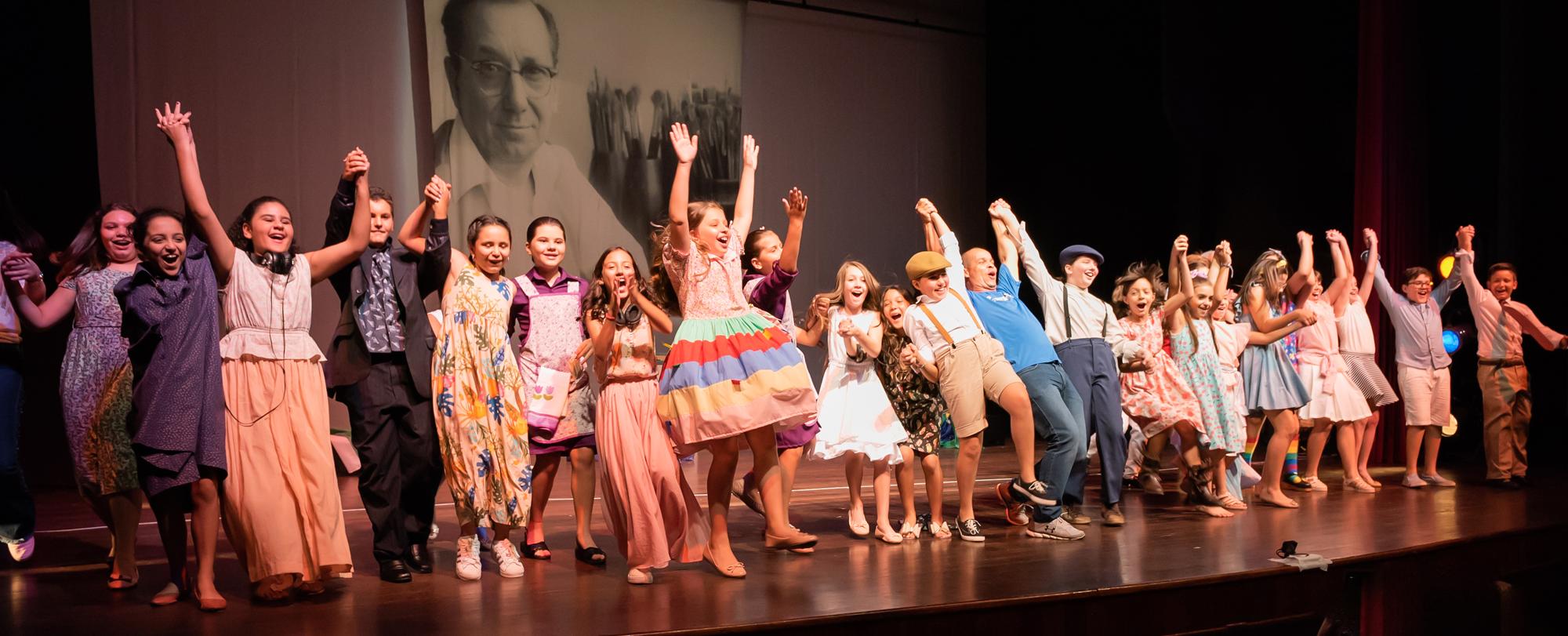 Adolescentes em Cena I e II apresentam espetáculos de 2019 no Teatro Vitória